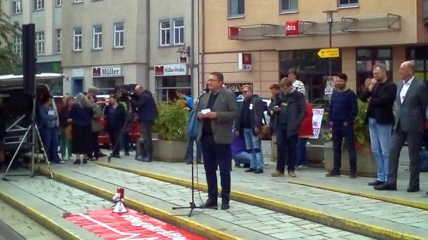 Alexis Taeger spricht bei der Demo auf dem Holzmarkt - Bildrechte FDP