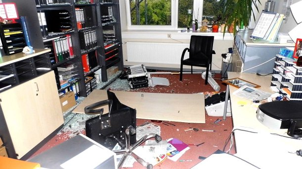 Beschädigungen und Chaos im Inneren der Kaleidoskop-Gemeinschaftsschule in der Karl-Marx-Allee. - Foto © LPI Jena