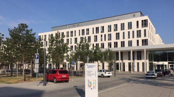 Der Haupteingang des Uniklinikums Jena - Foto © MediaPool Jena