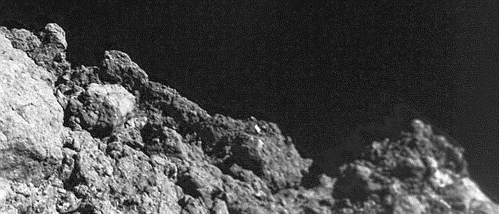Die Oberfläche des Asteroiden Ryugu in einer Nahaufnahme. - Foto 2 © DLR MASCOT