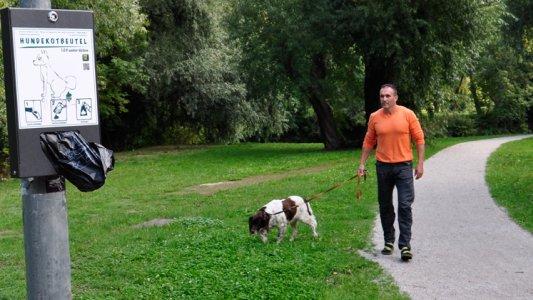 Hundekot-Tütenspender in Jena.. - Foto © KSJ