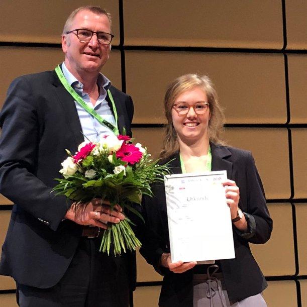Lioba Ruppert erhält den Anne Lise Gaebel-Wissenschaftspreis. - Foto © UKJ