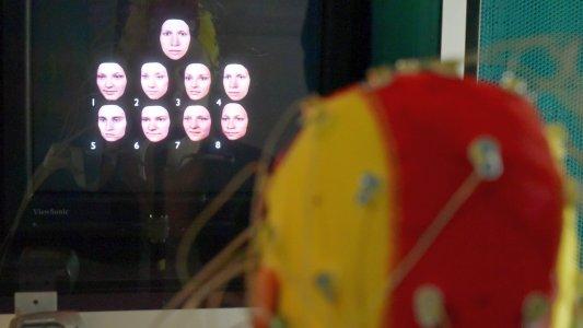 Psychologen konnten zeigen, dass sich auch im Alter solche Prozesse wie die Gesichtserkennung verbessern lassen. . Foto © FSU Jan-Peter Kasper