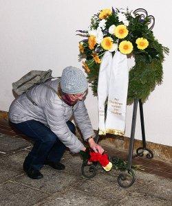 Kranzniederlegung für die Opferr der nationalsozialistischen Gewaltherrschaft. - Foto Stadt Jena Kristian Philler