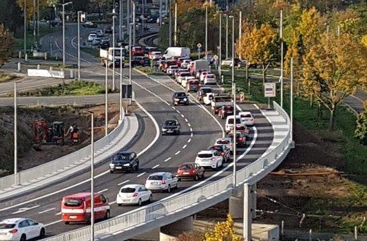 Stau auf der neuen Brücke zwischen Lobeda-Ost und Lobeda-Wset - Bildrechte MediaPool Jena