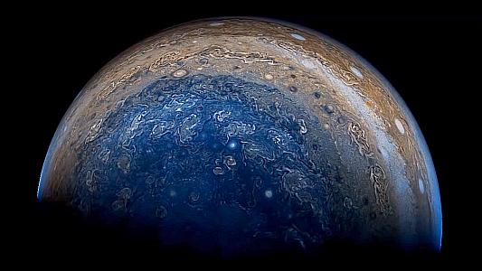 Juno-Aufnahme vom Planeten Jupter von unten. – Bildquelle NASA JPL-Caltech