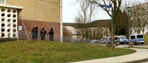Polizeieinsatz in der Max-Steenbeck-Straße. – Foto © MediaPool Jena