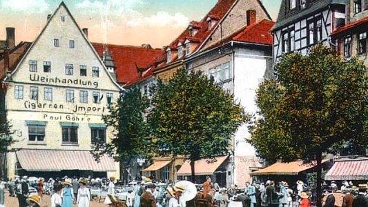 Der historische Marktplatz in Jena auf einer alten Pstkarte - Bildquelle Stadtmuseum Jena
