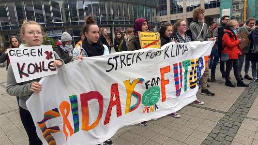 Schüler werden bei Fridays for Future Demonstrationen politisch aktiv. - Foto FSU Jan-Peter-Kasper