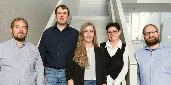 Das Team der Polytives GmbH mit Mentor Felix H. Schacher. - Foto Steffen Walther