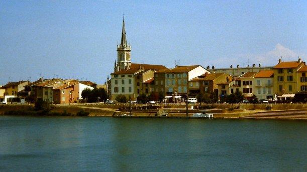 17 TAGE EUROPA - Blick von Mâcon über die Saône zur Église de Saint-Laurent - 30.07.2002