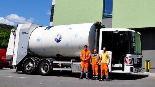 Die KSJ-Testmannschaft mit ihrem neuen wasserstoffbetriebenen Mülffahrzeug. - Foto Kommunalservice Jena