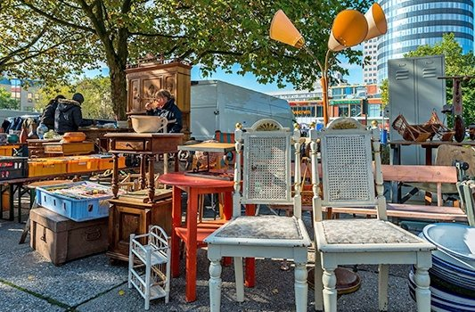 Jenaer Trödelmarkt vor dem Eichplatz. - Foto JenaKultur C. Häcker